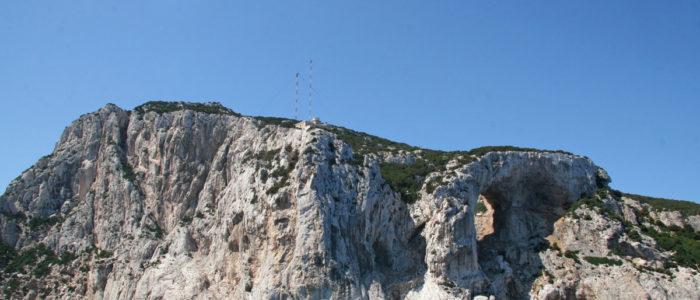 punta sud di Tavolara vista dal mare con arco di ulisse