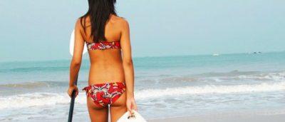 ragazza-in-spiaggia-con-il-sup