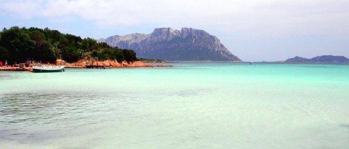 spiaggia con trasparenze marine